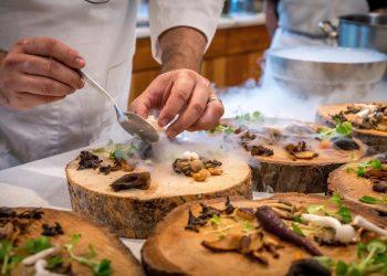 chef-preparing-vegetable-dish-on-tree-slab-1267320 (1)